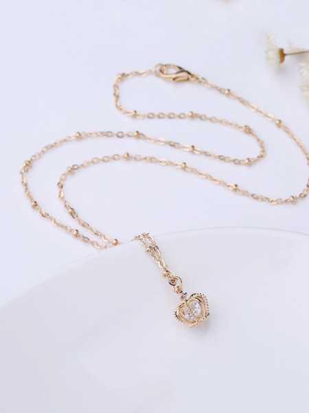 Crown Detail Pendant Necklace