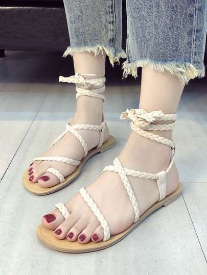 Romwe / Toe Ring Braided Strap Sandals