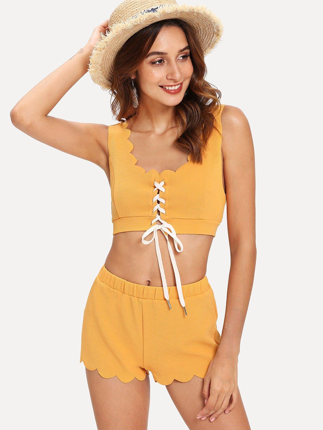 Купить Комплект пижамы топ с фестончатым краем и шорты, Gabi B, SheIn