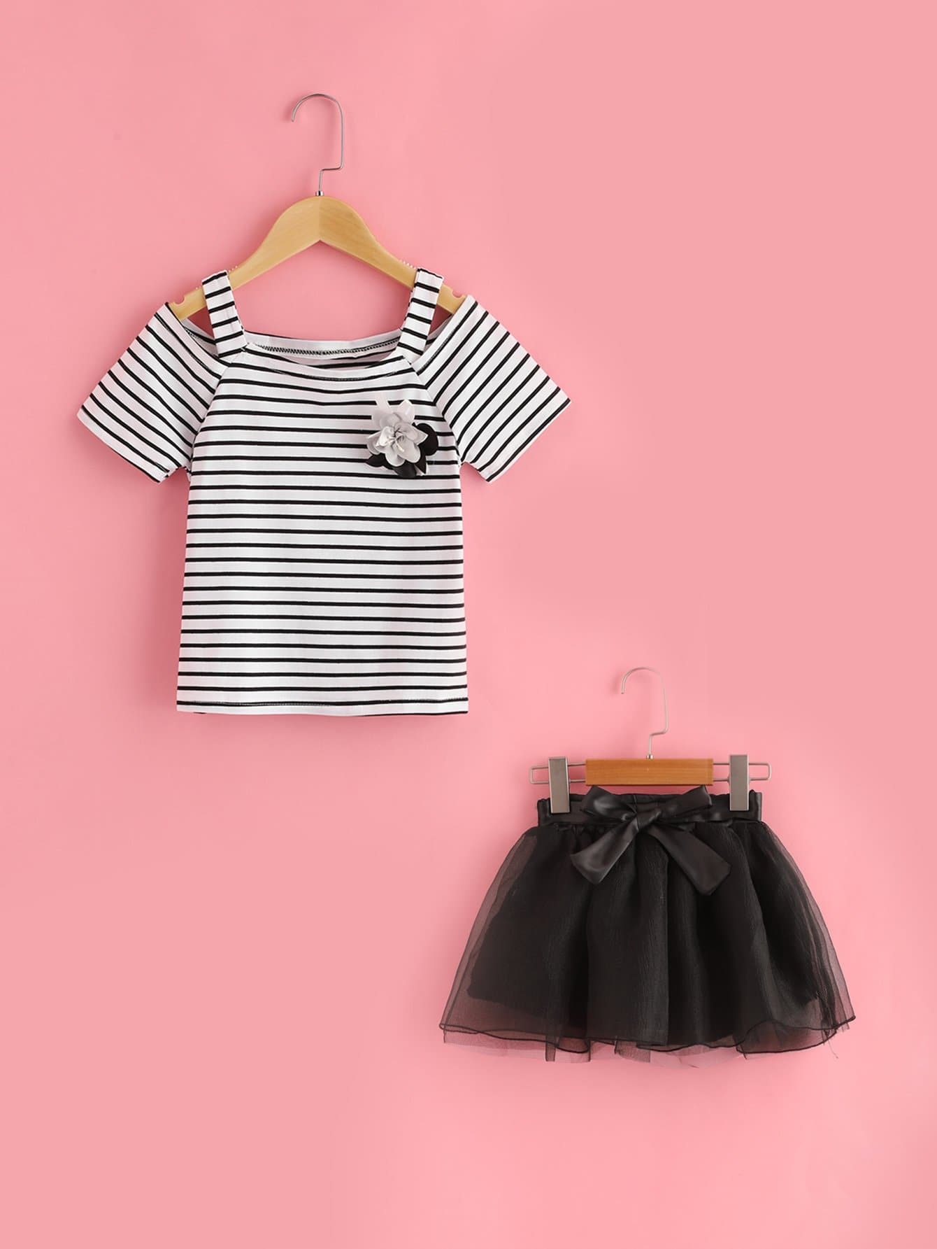 Girls Striped Tee And Mesh Overlay Skirt Set With Brooch fashion girls pet hand bag brooch set