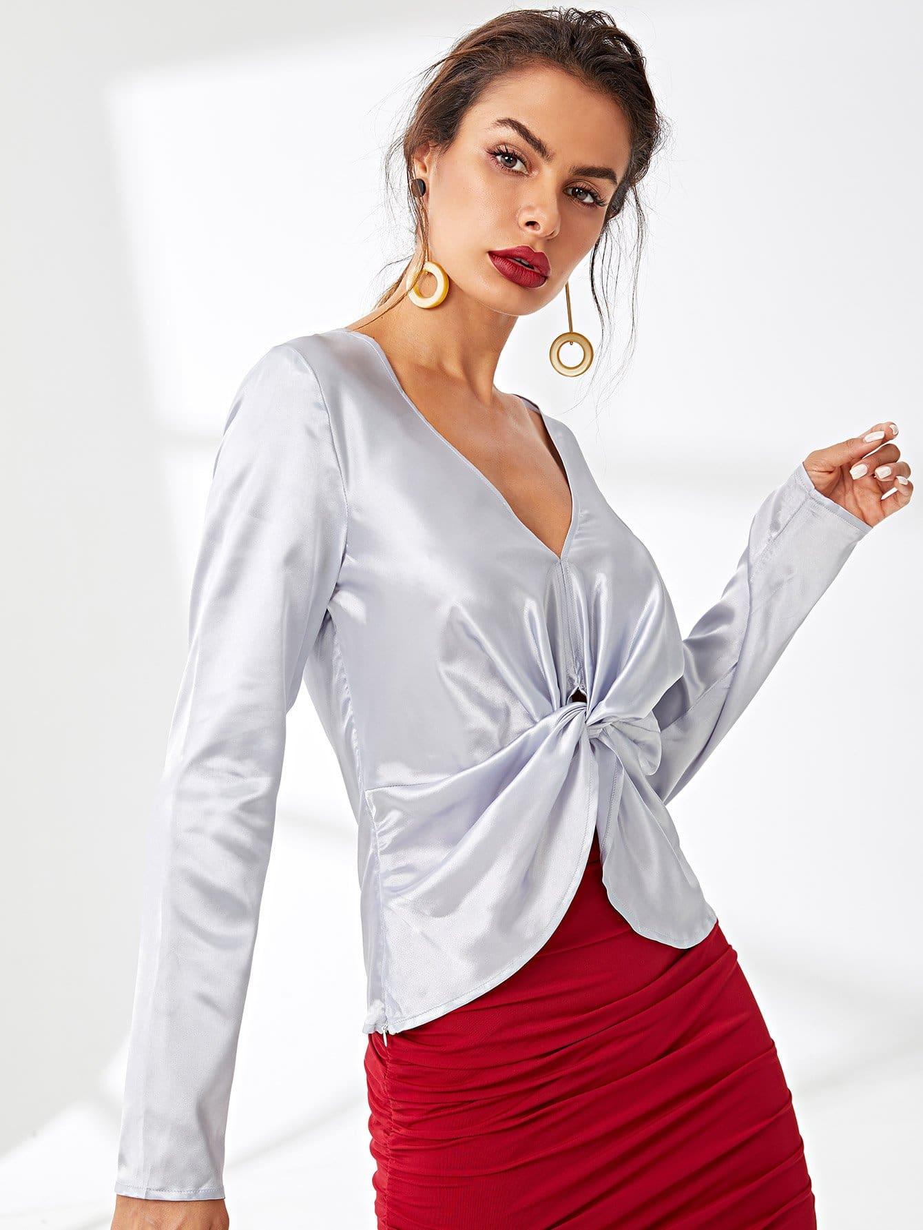 цена на Twist Front V-Neck Long Sleeve Top
