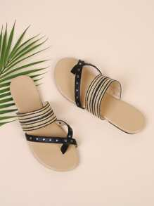 Toe Ring Flat Sandals With Studded