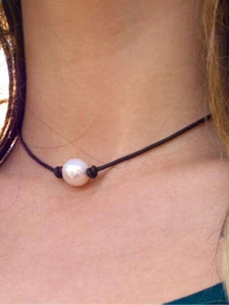 Faux Pearl Design Choker
