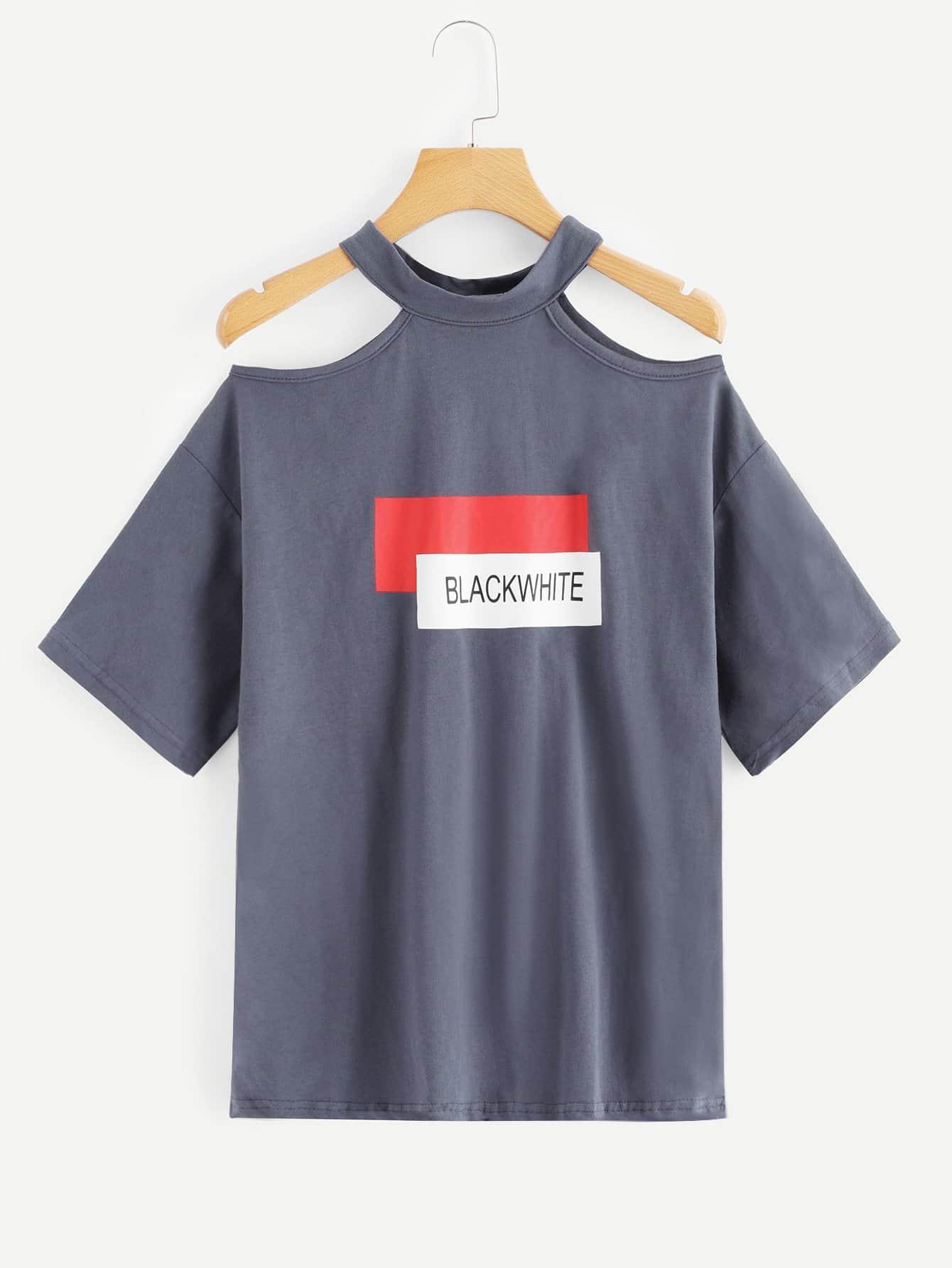 T-Shirt mit Cut Out auf dem Ausschnitt und Buchstabenmuster