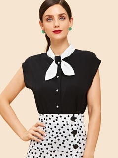 Contrast Buttoned Bow Collar Neck Blouse