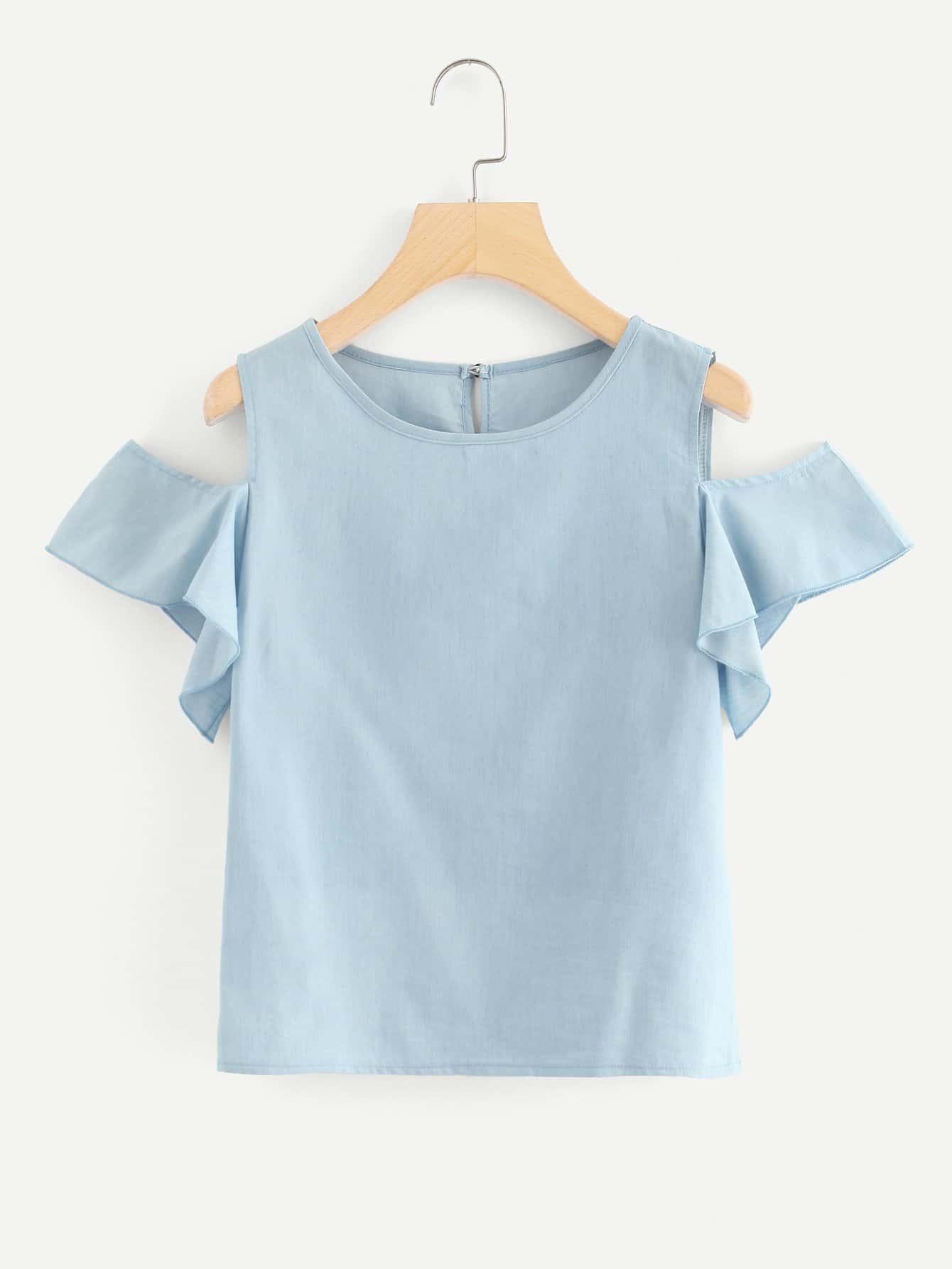 Джинсовая рубашка на бретелях и с украшением замочной скважины