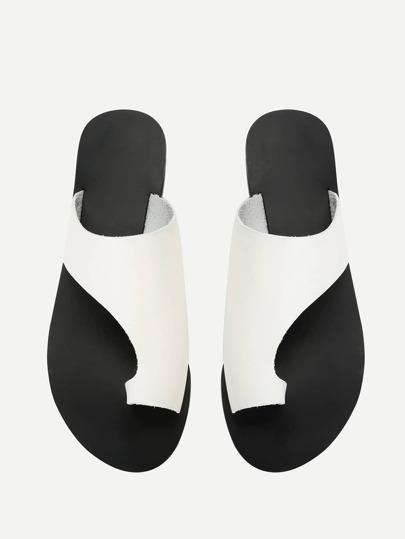SheIn / Toe Ring Flat Sandals