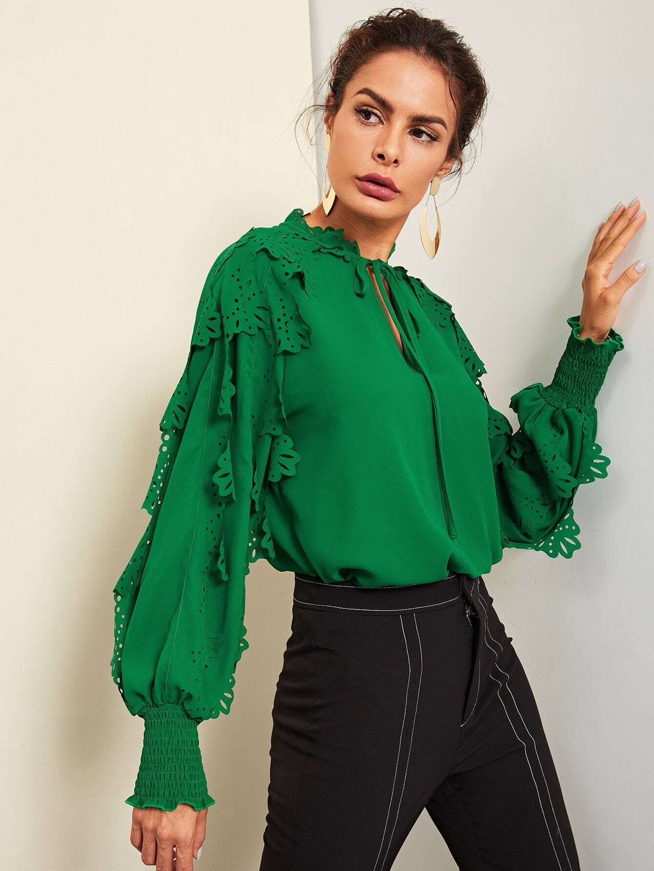 Купить Галстук-шея Shirred Panel Laser Cut Top, Andy, SheIn