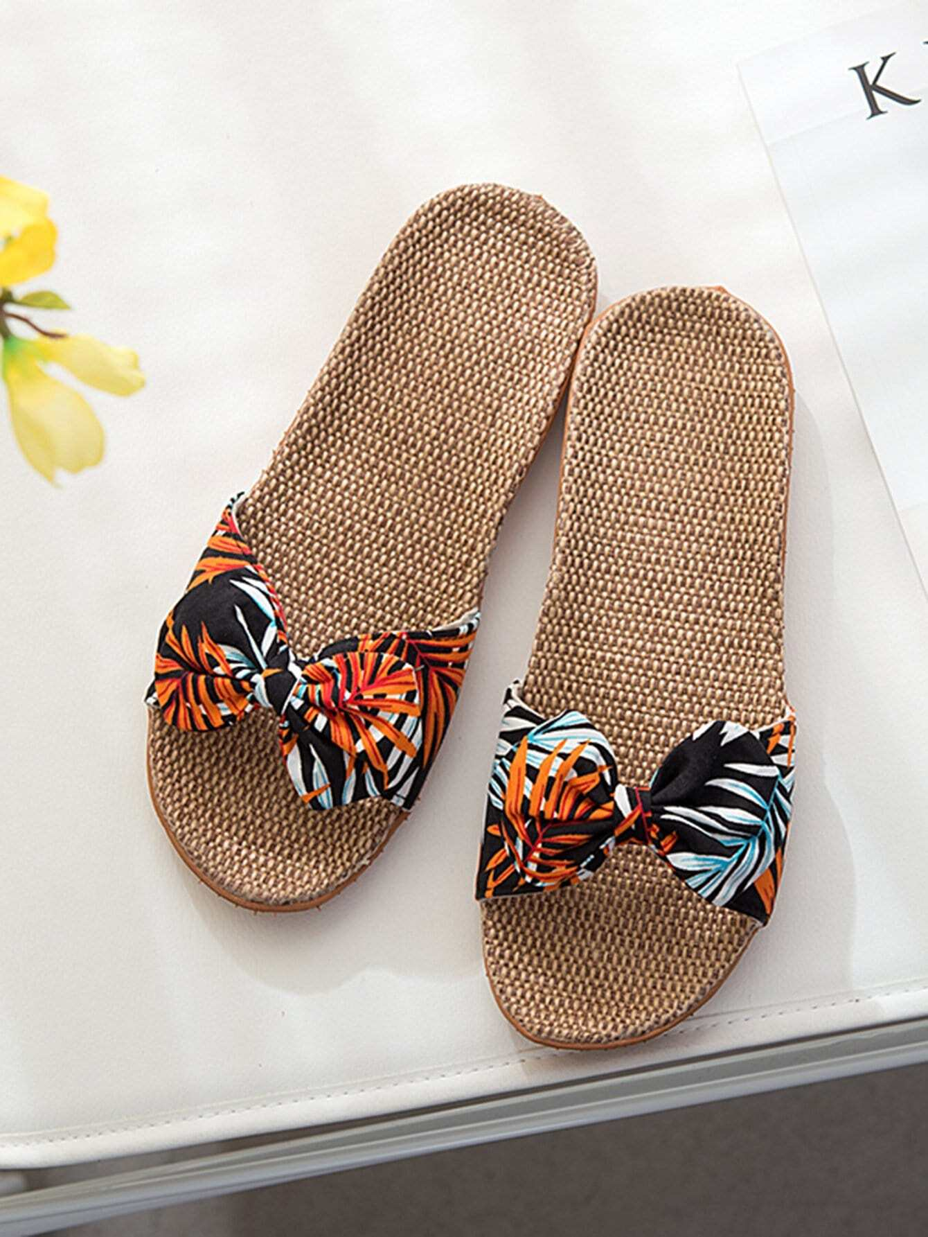 Tropical Pattern Bow Decor Slippers
