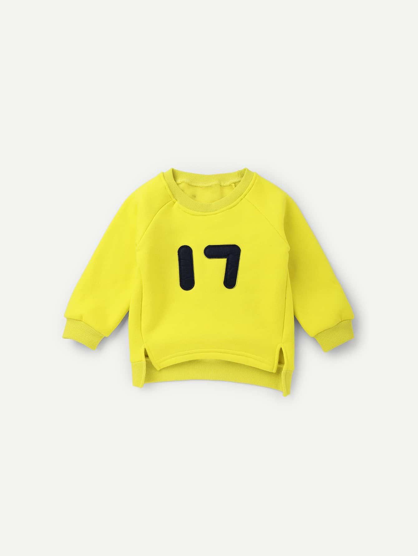 Mädchen Asymmetrisches Sweatshirt mit Buchstaben Muster und Schlitz
