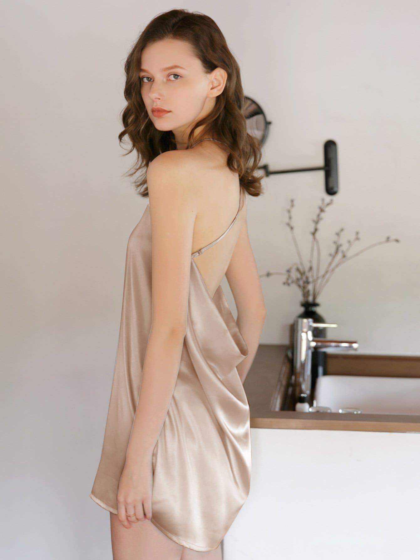 Abendkleid mit Kreuzgurte hinten