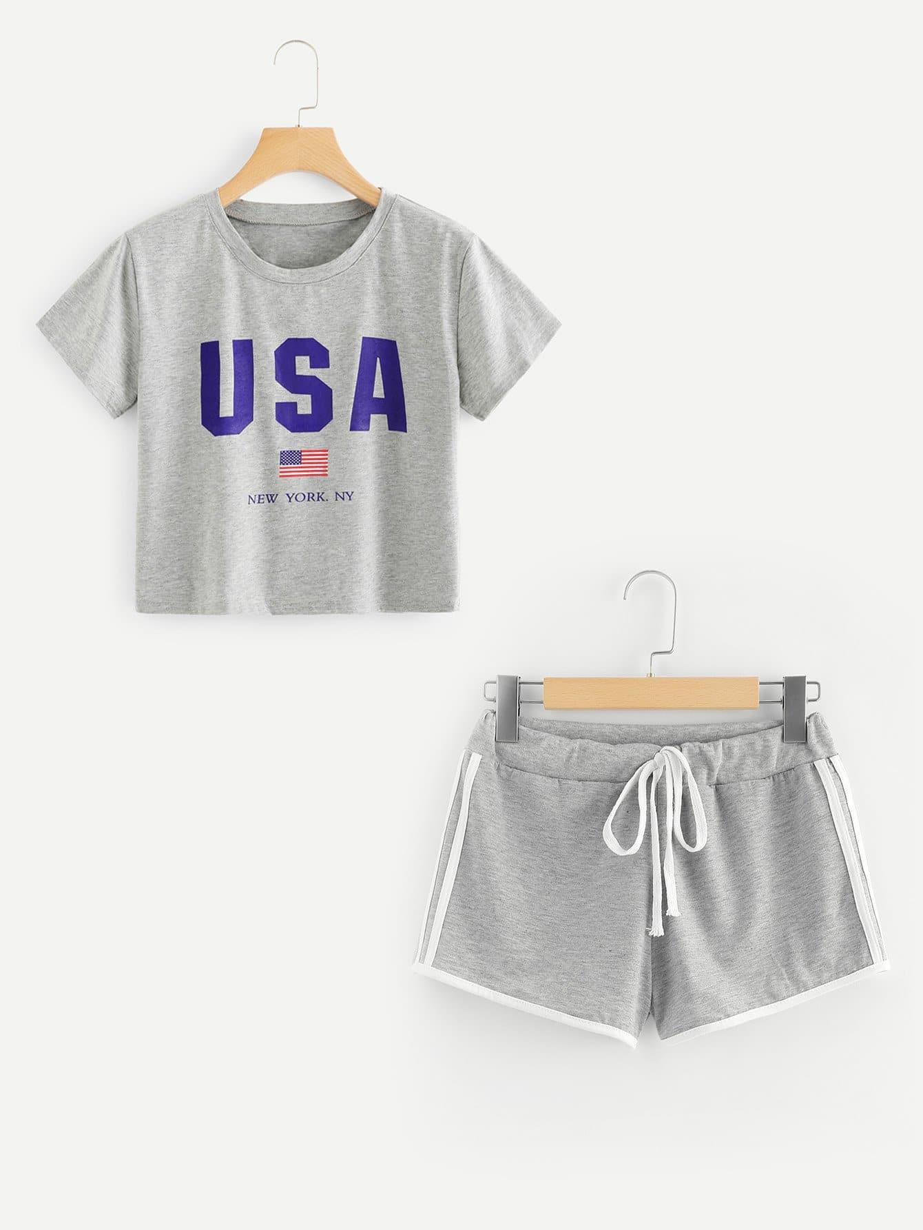 Crop T-Shirt mit amerikaninschem Flaggemuster und Shorts
