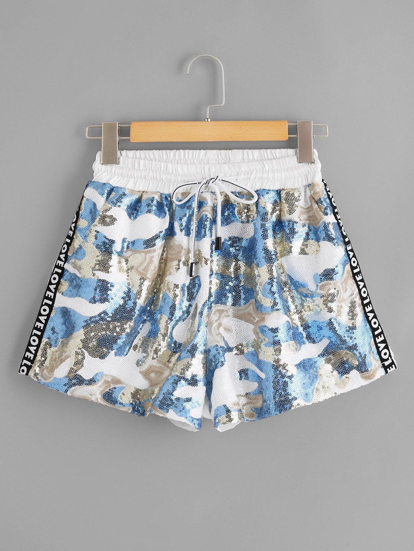 Купить Камуфляжные шорты с басоном эластичным и с полосатыми лентами по обе стороны, null, SheIn