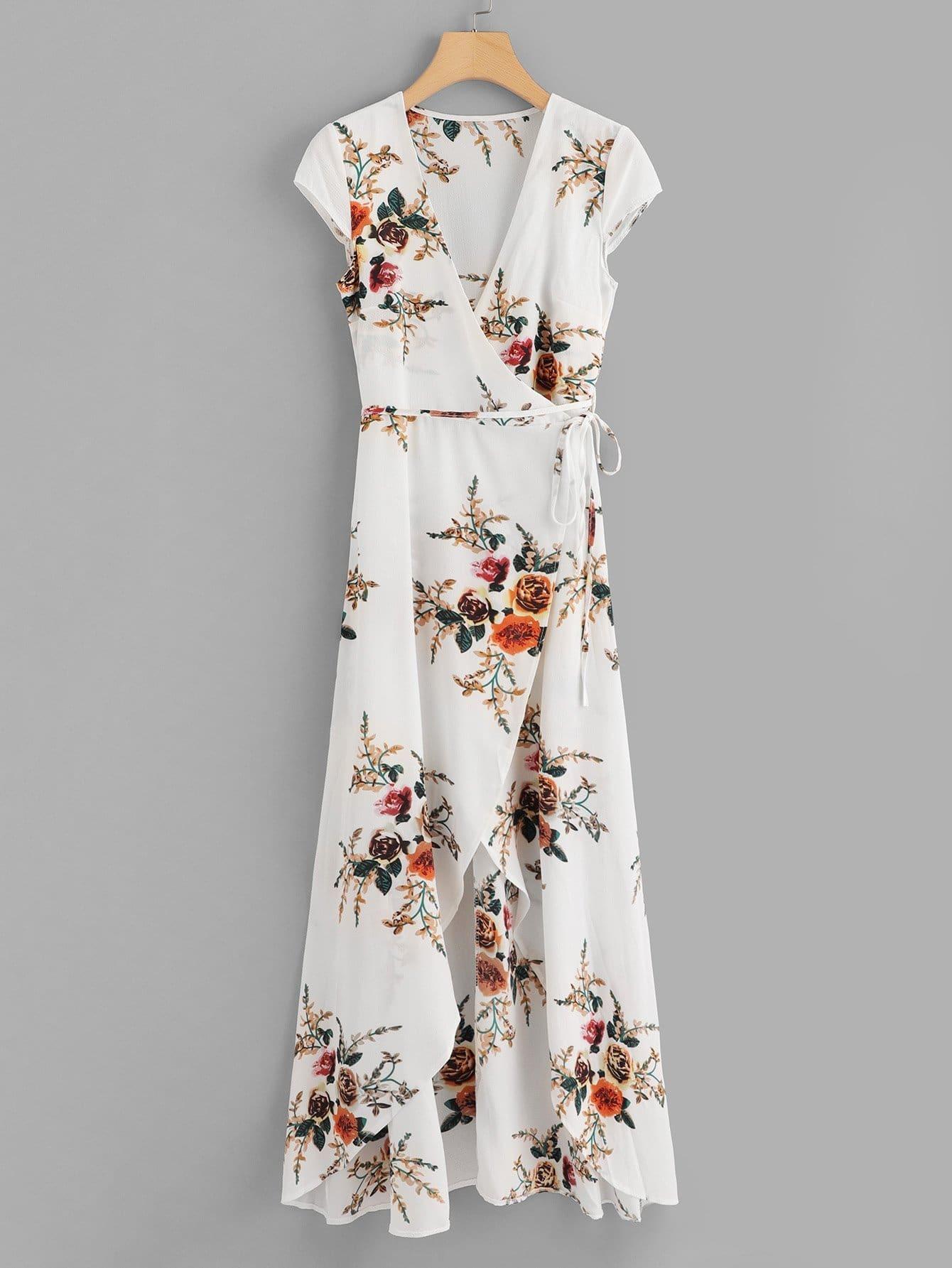 Kleid mit Band auf den Seiten und Blumen