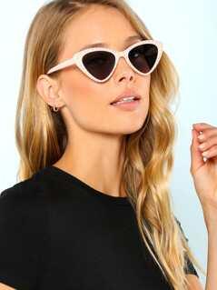 Studded Cat Eyed Sunglasses