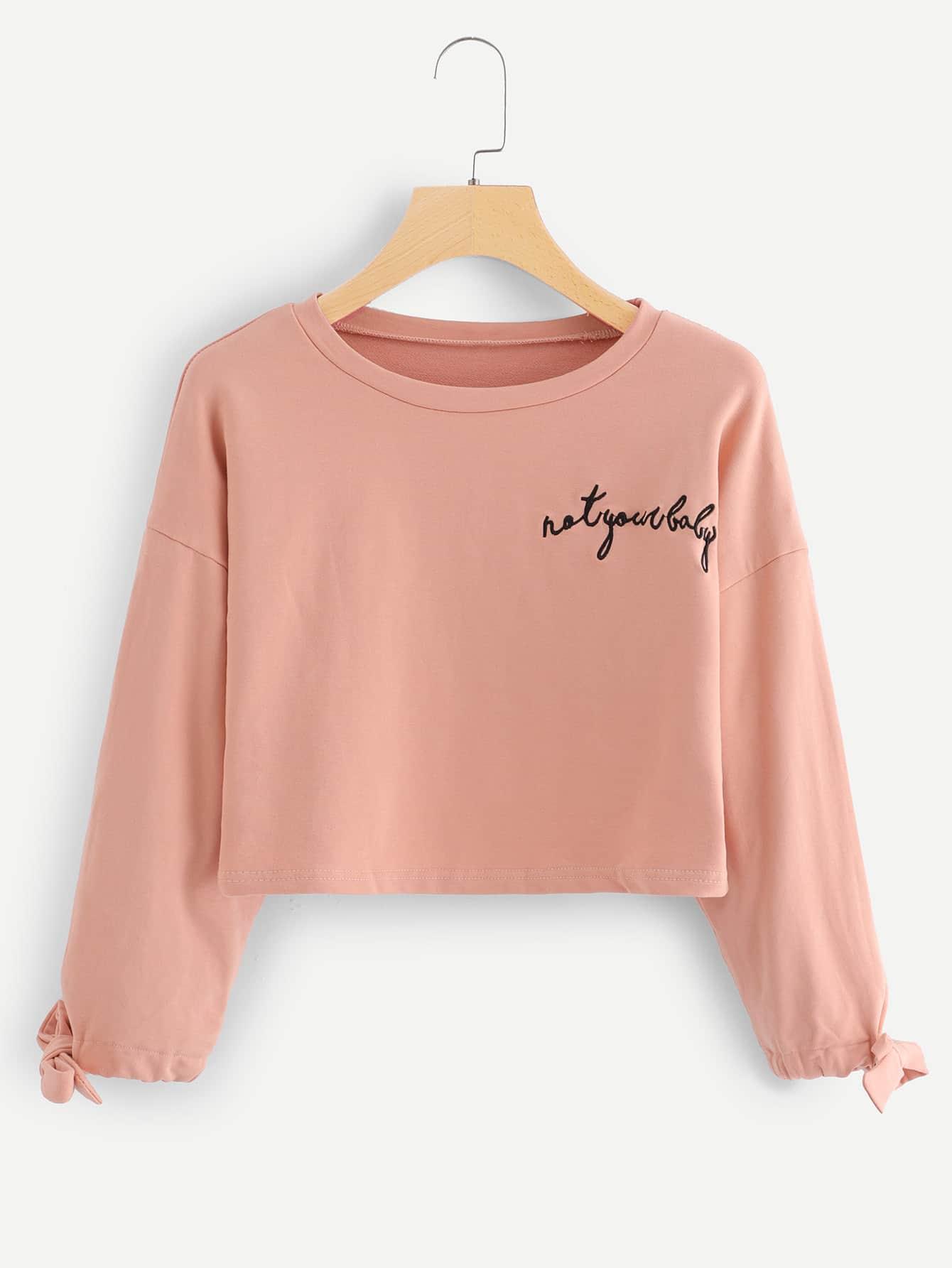 Crop Sweatshirt mit Band auf den Ärmeln und Stickereien