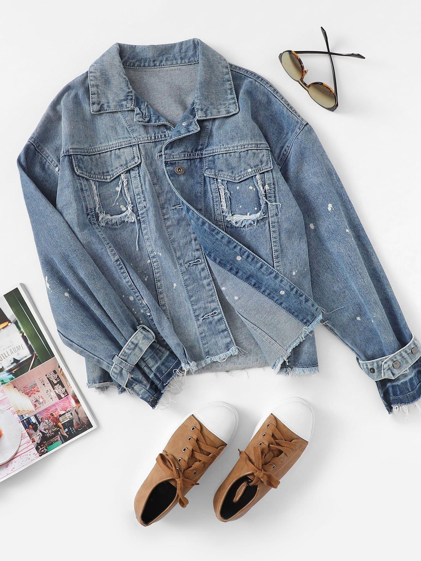 Jeans Jacke mit sehr tief angesetzter Schulterpartiee und ausgefranstem Saum