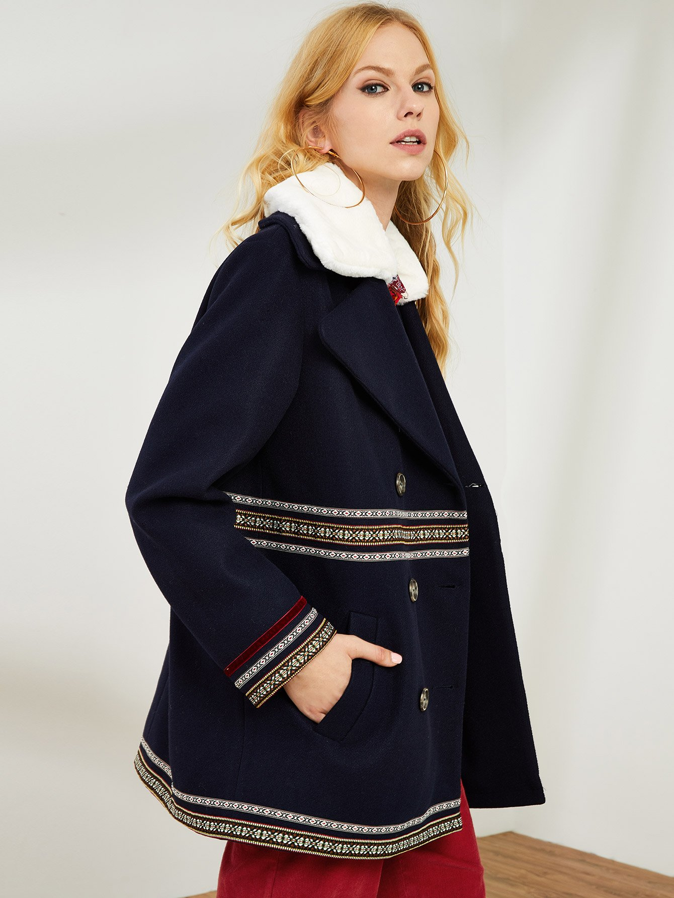 Купить Geo Tape Faux Fur Detail Двойное Брестящее Пальто, Denisa, SheIn