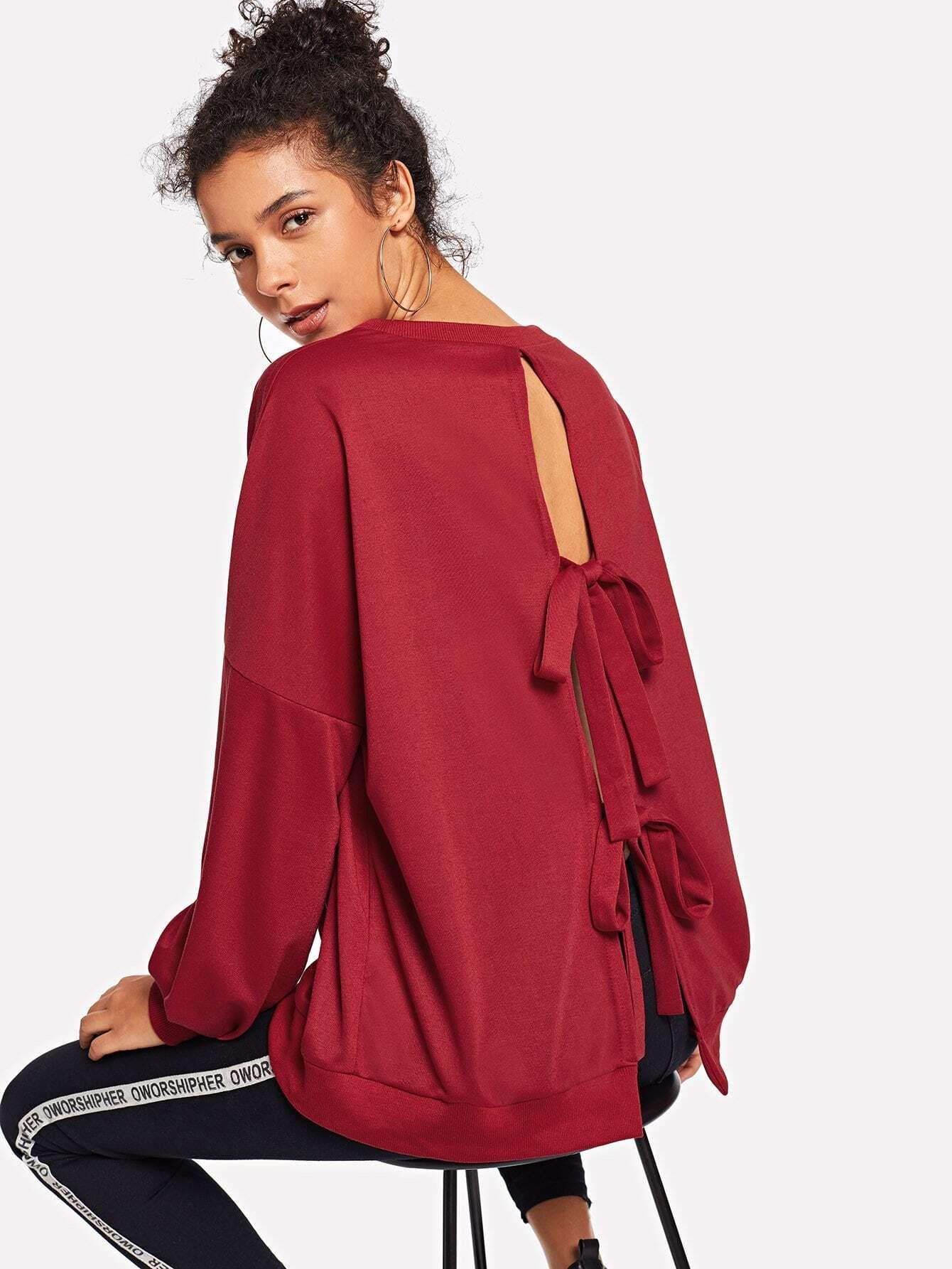 Sweatshirt mit sehr tief angesetzter Schulterpartie und Knoten hinten