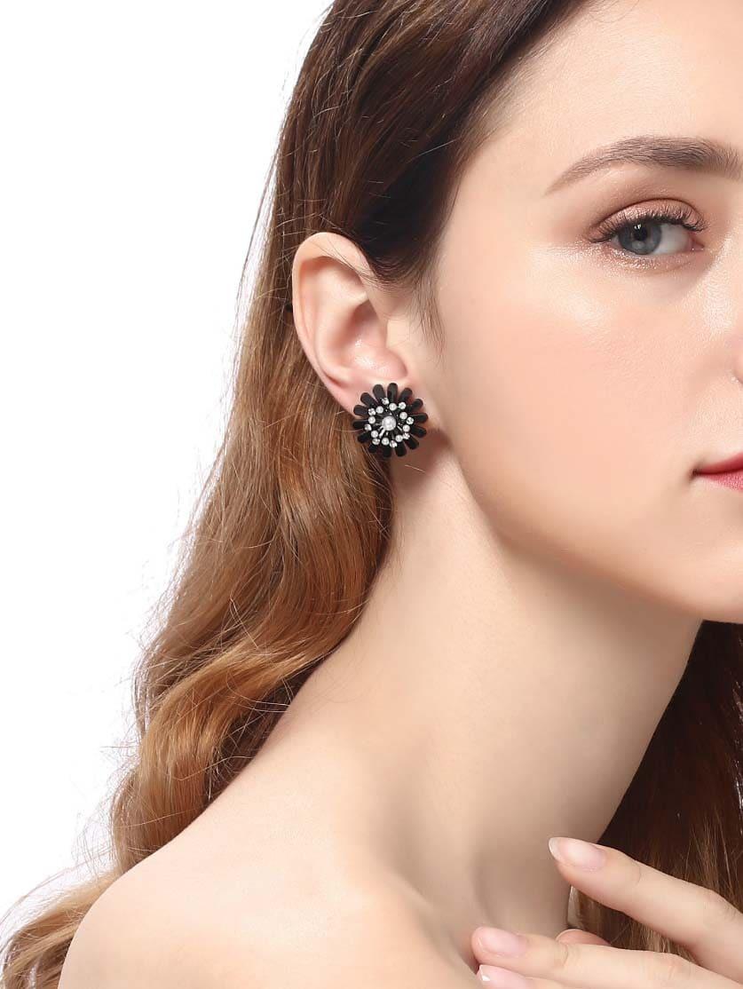 Faux Pearl Detail Flower Stud Earrings
