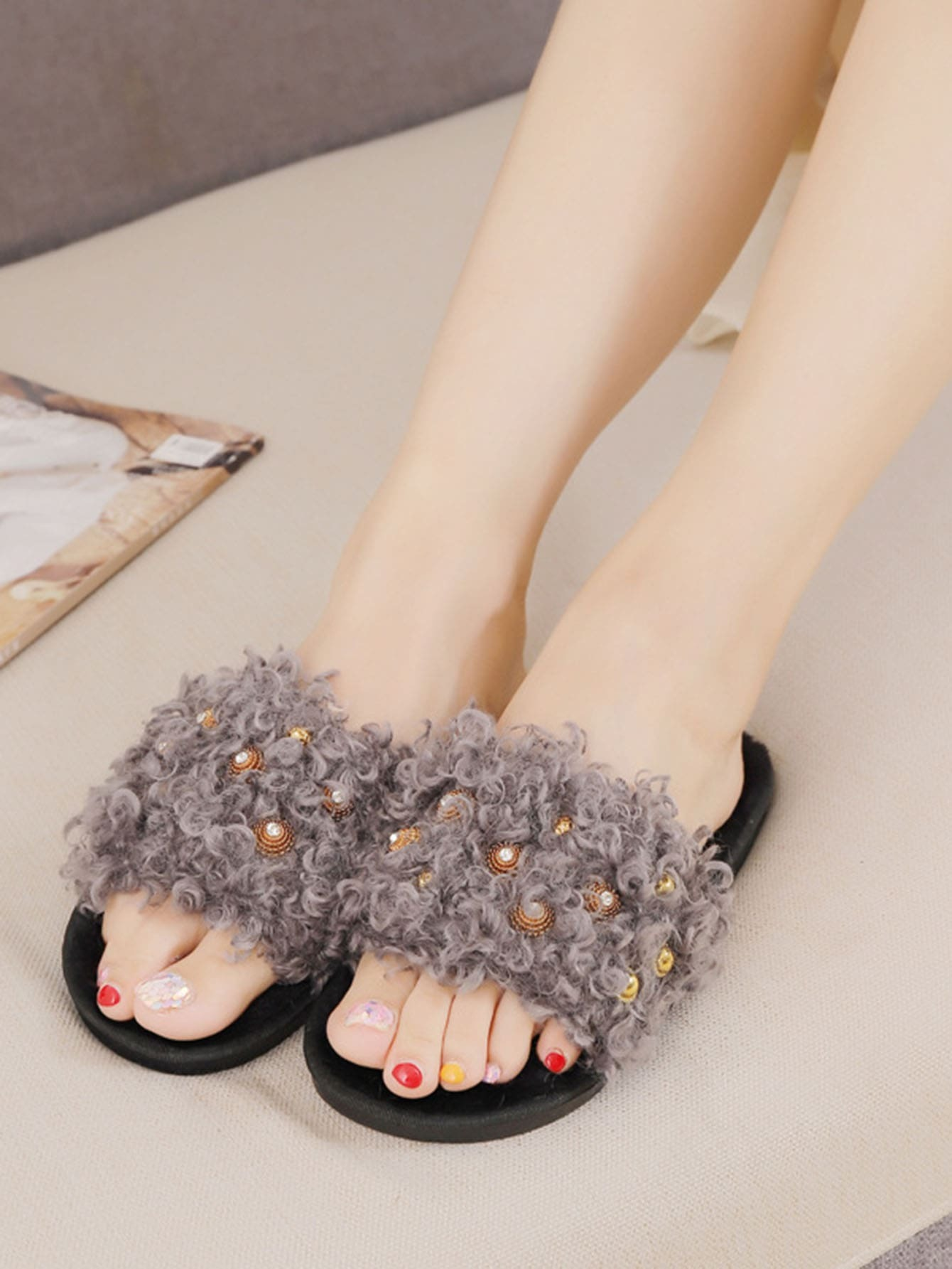 Faux Pearl Design Slippers
