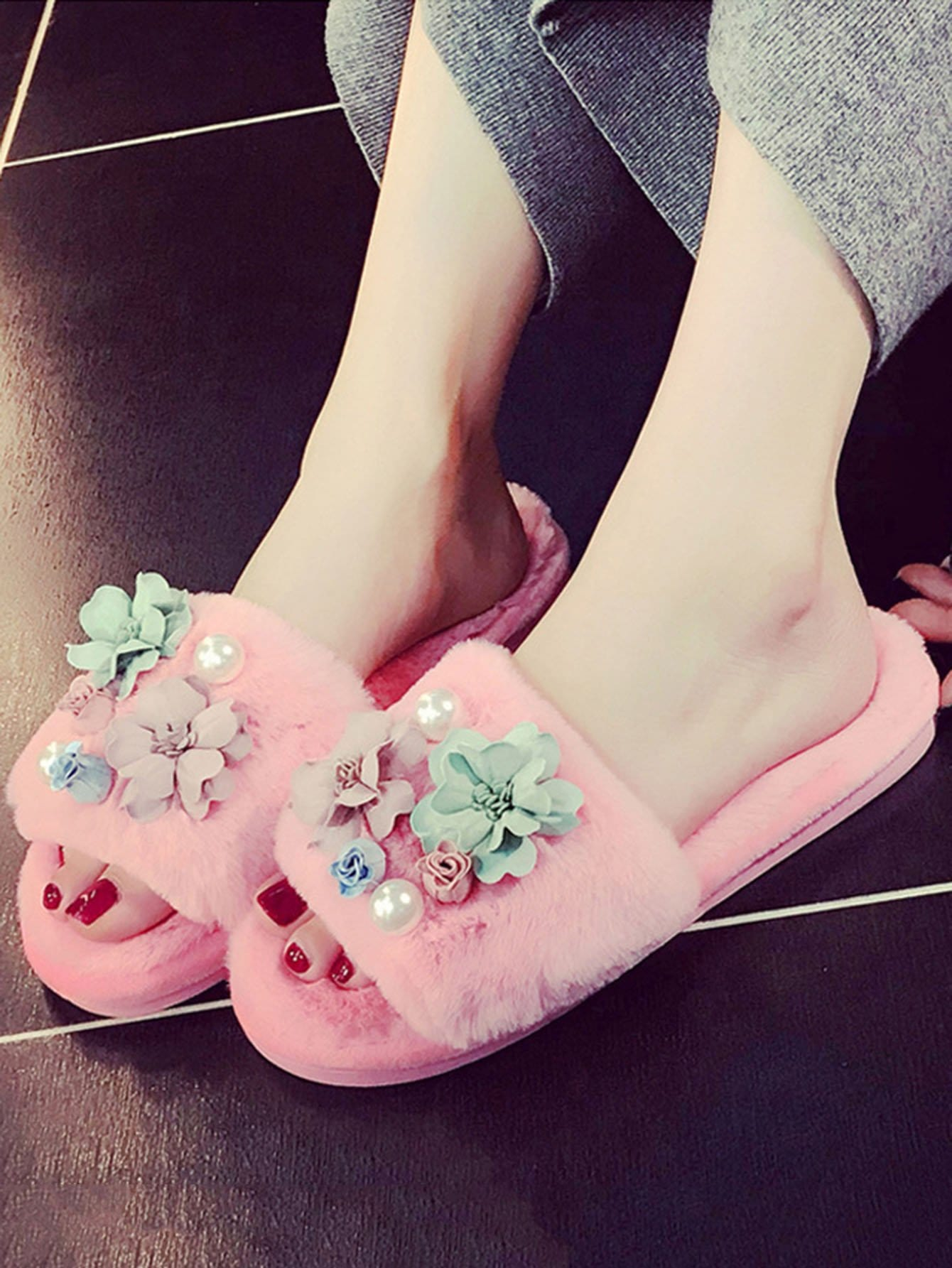 Faux Pearl & Flower Decor Slippers