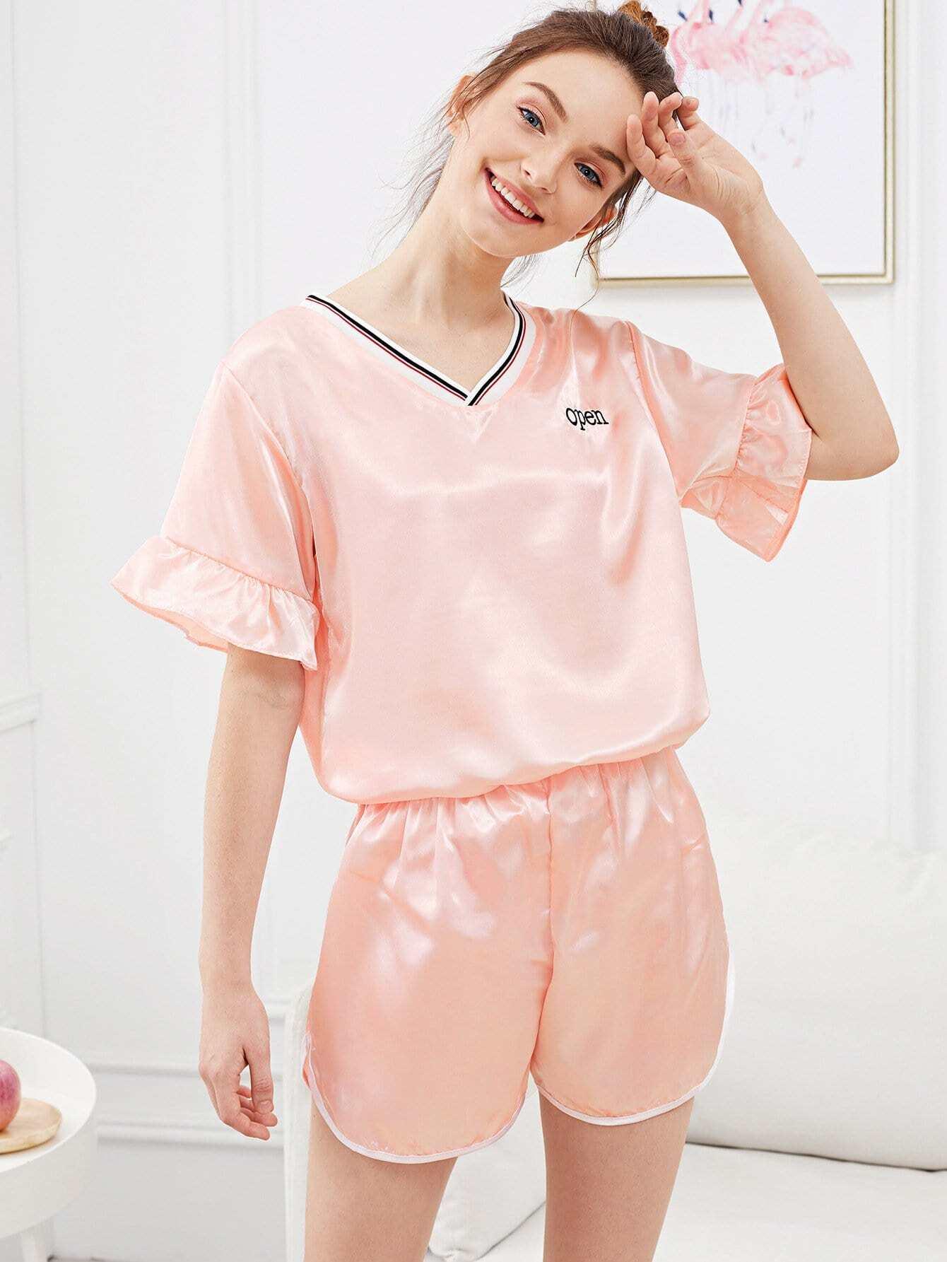 Набор пижамы и с рисунками буквы вышивки рукава розеткой