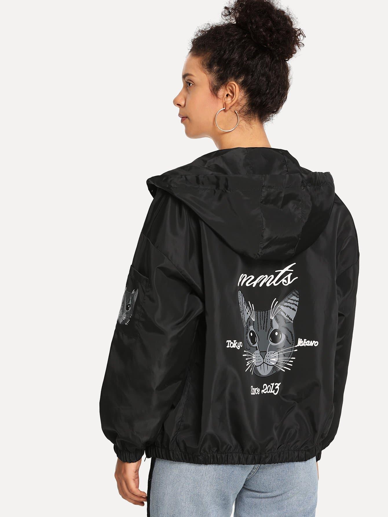 Jacke mit sehr tief angesetzter Schulterpartie und Katze Muster
