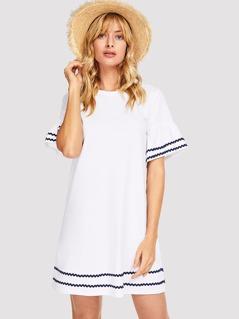 Contrast Wave Lace Flounce Sleeve Tunic Dress