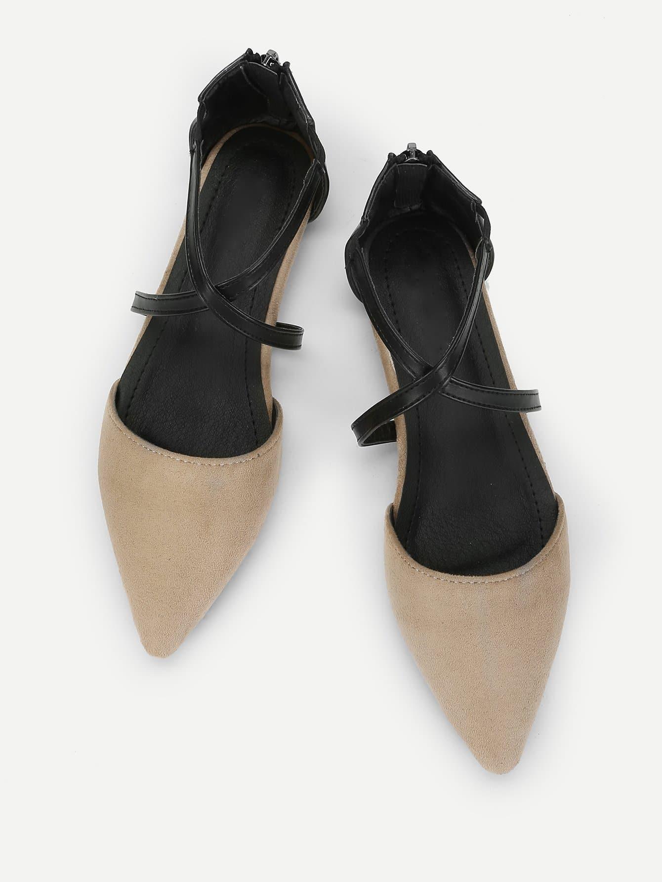 Туфли на плоской подошве с лентами крест-на-крест