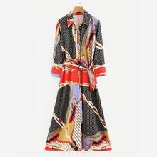 Robe chemise ceinturée avec imprimé foulard