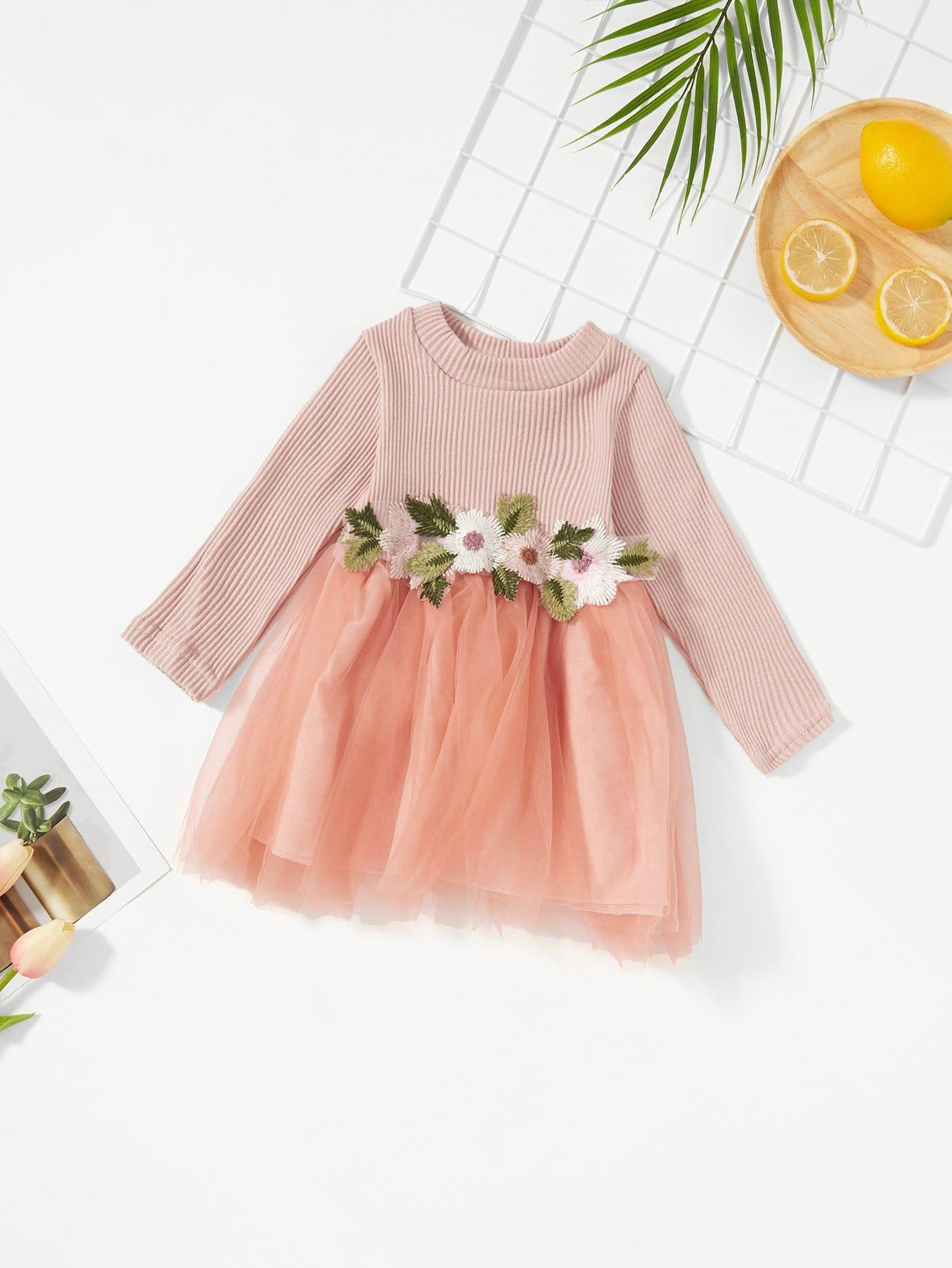 Mädchen Kleid mit Applikation Detail und Netzstoff