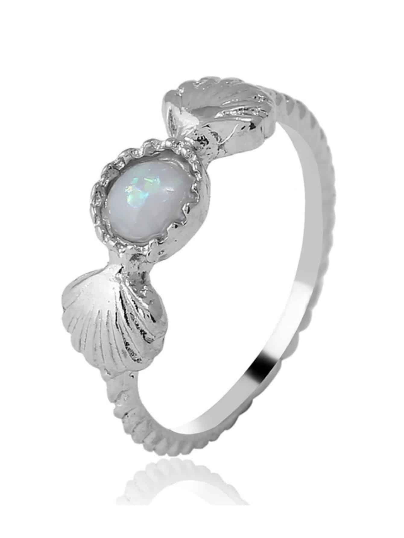 Кольцо с украшением ракушки и драгоценного камня