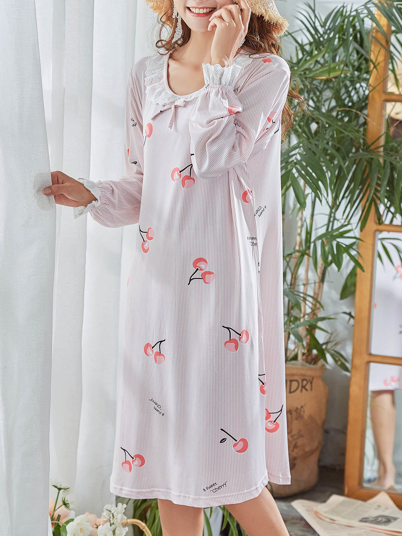 Abendkleid mit Kirsche Muster und Streifen