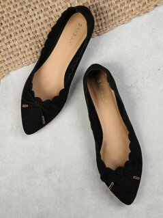 Scalloped Edge Bow Accent Flat