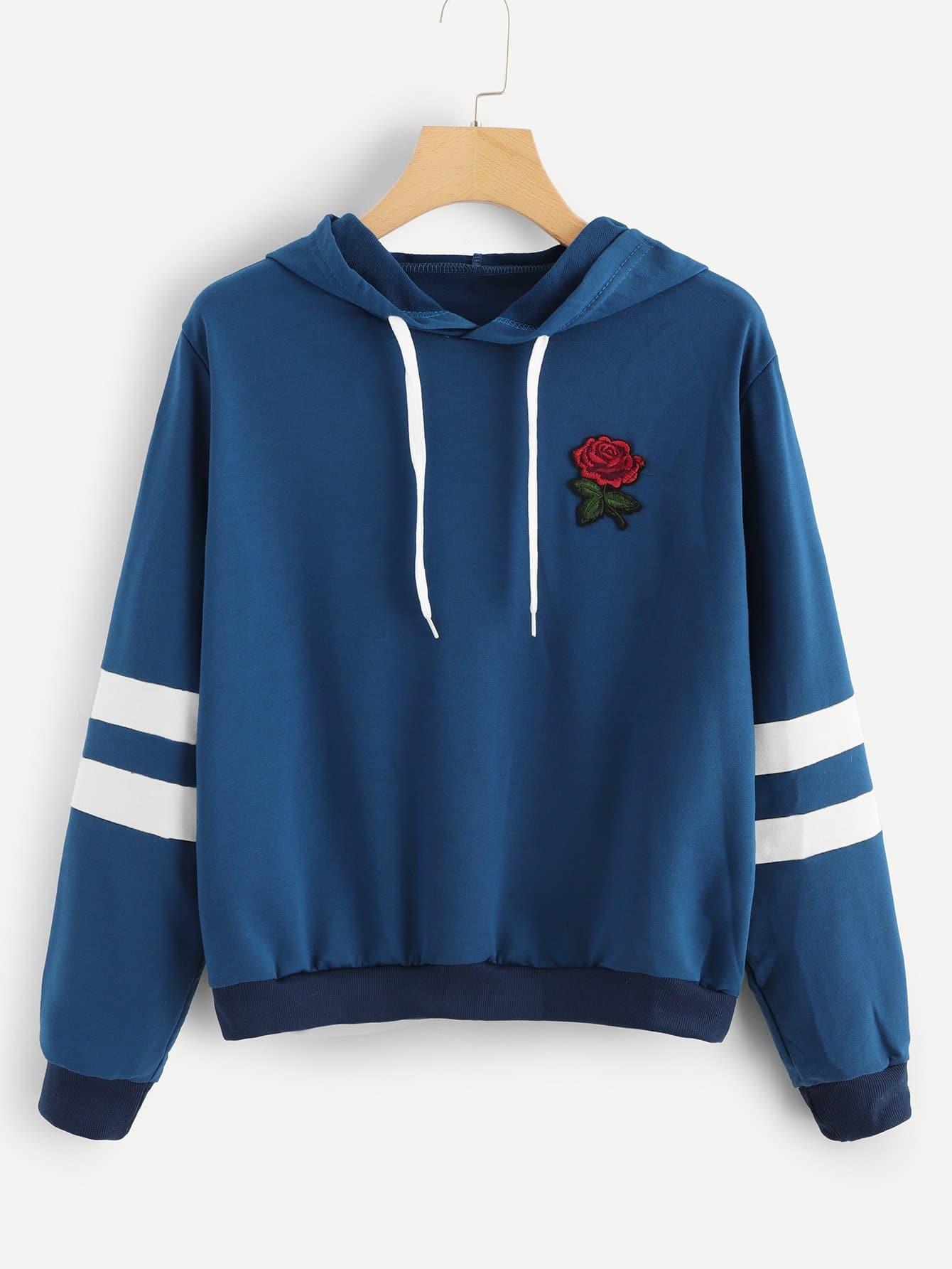 Sweatshirt mit Rose Flicken, Streifen auf den Ärmeln und Kordelzug