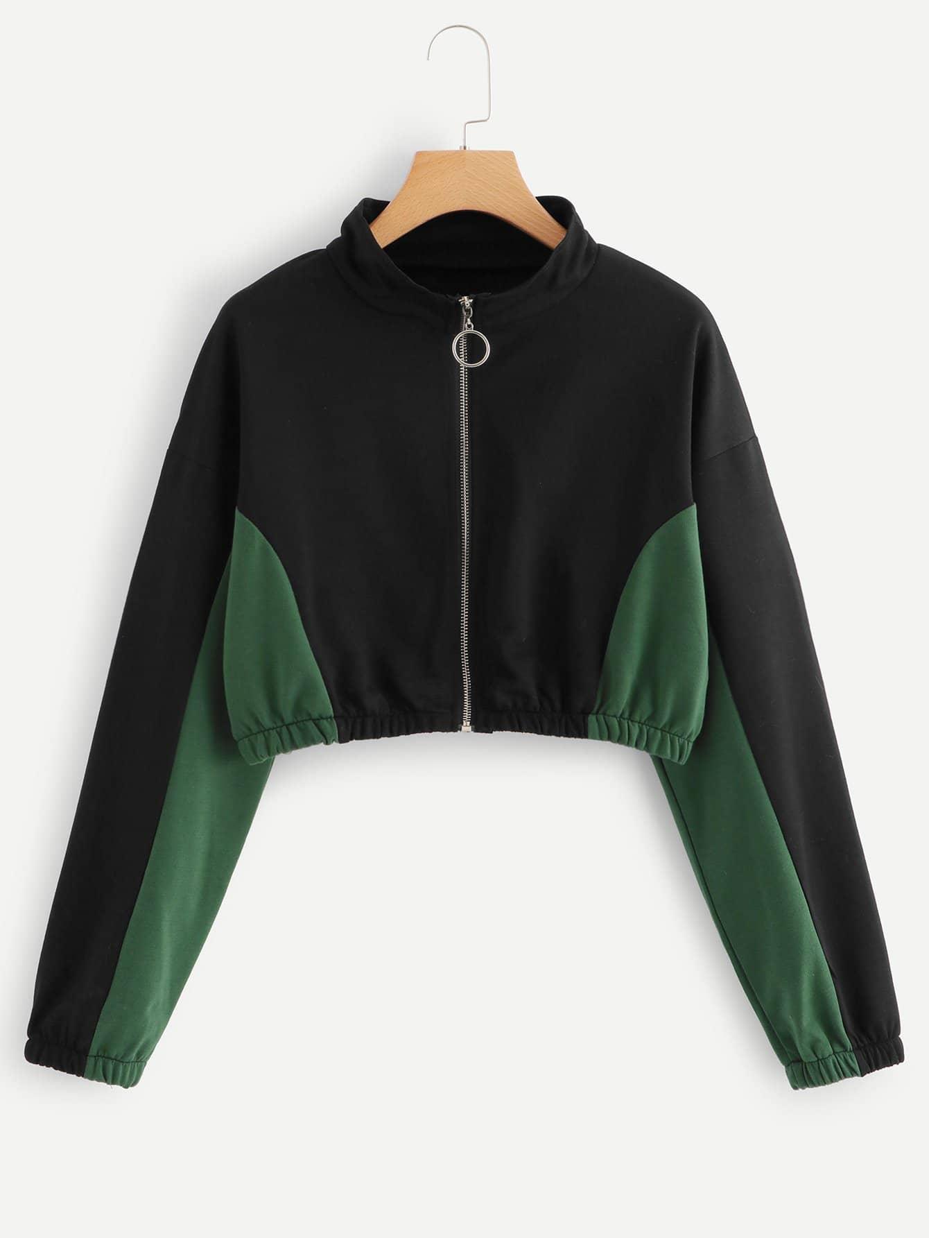 Jacke mit sehr tief angesetzter Schulterpartie und Farbbloock