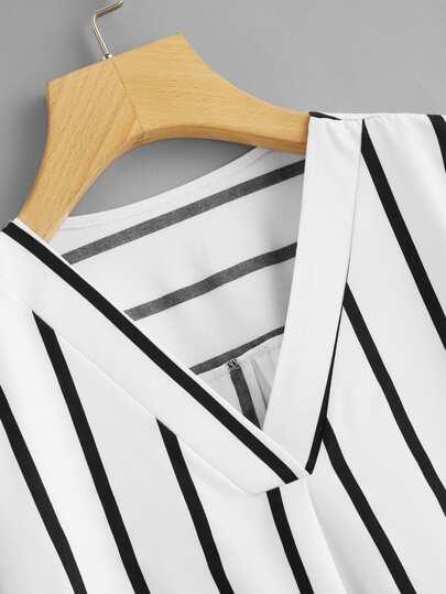 Romwe / V Neck Striped Asymmetrical Top