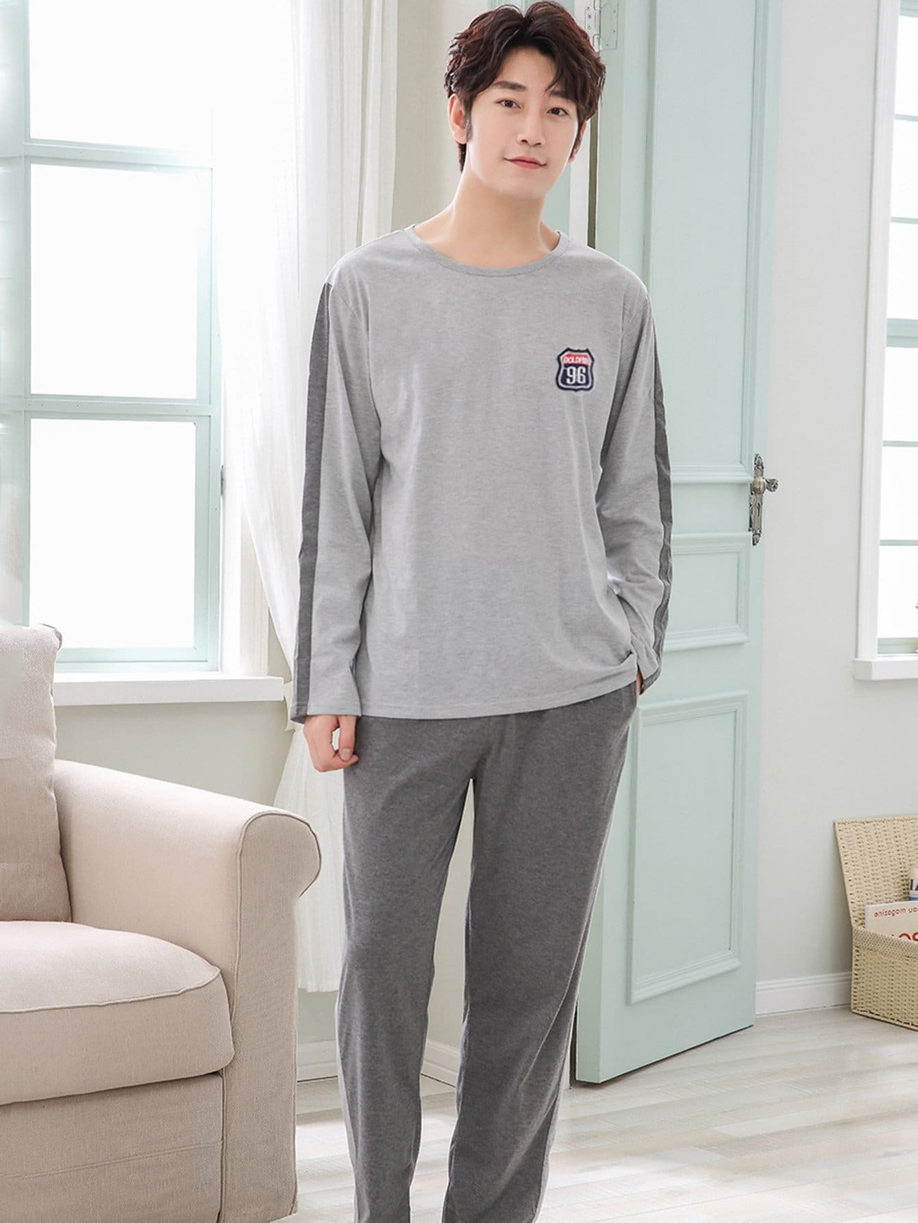 Комплект пижамы со симметрическими заплатами для мужчины от SheIn