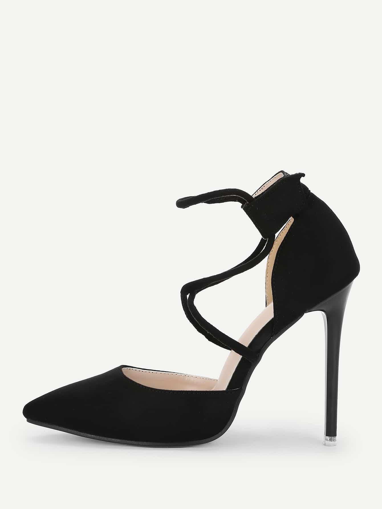 Туфли на высоких тонких каблуках и крест-на-крест