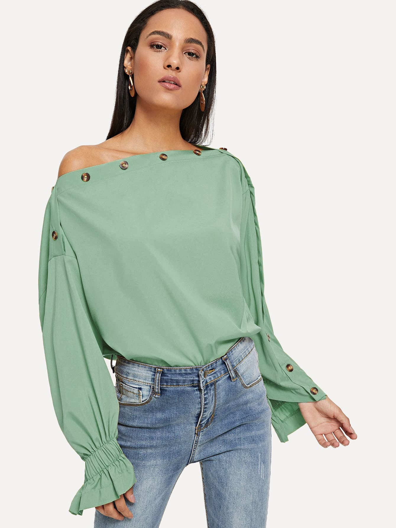 Bluse mit asymmetrischer Schulter und Knöpfen Detail