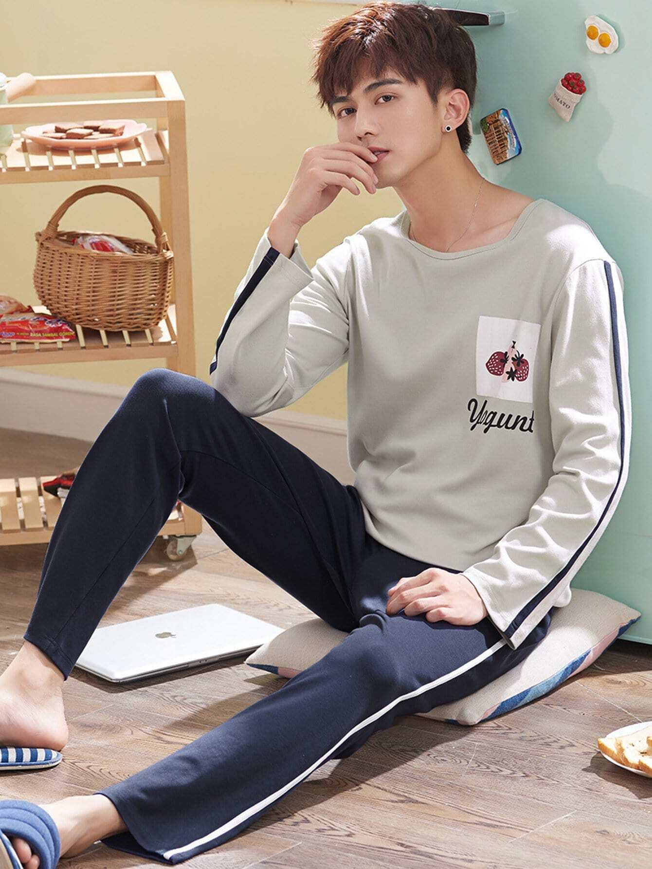 Men Strawberry Print Colorblock Pajama Set