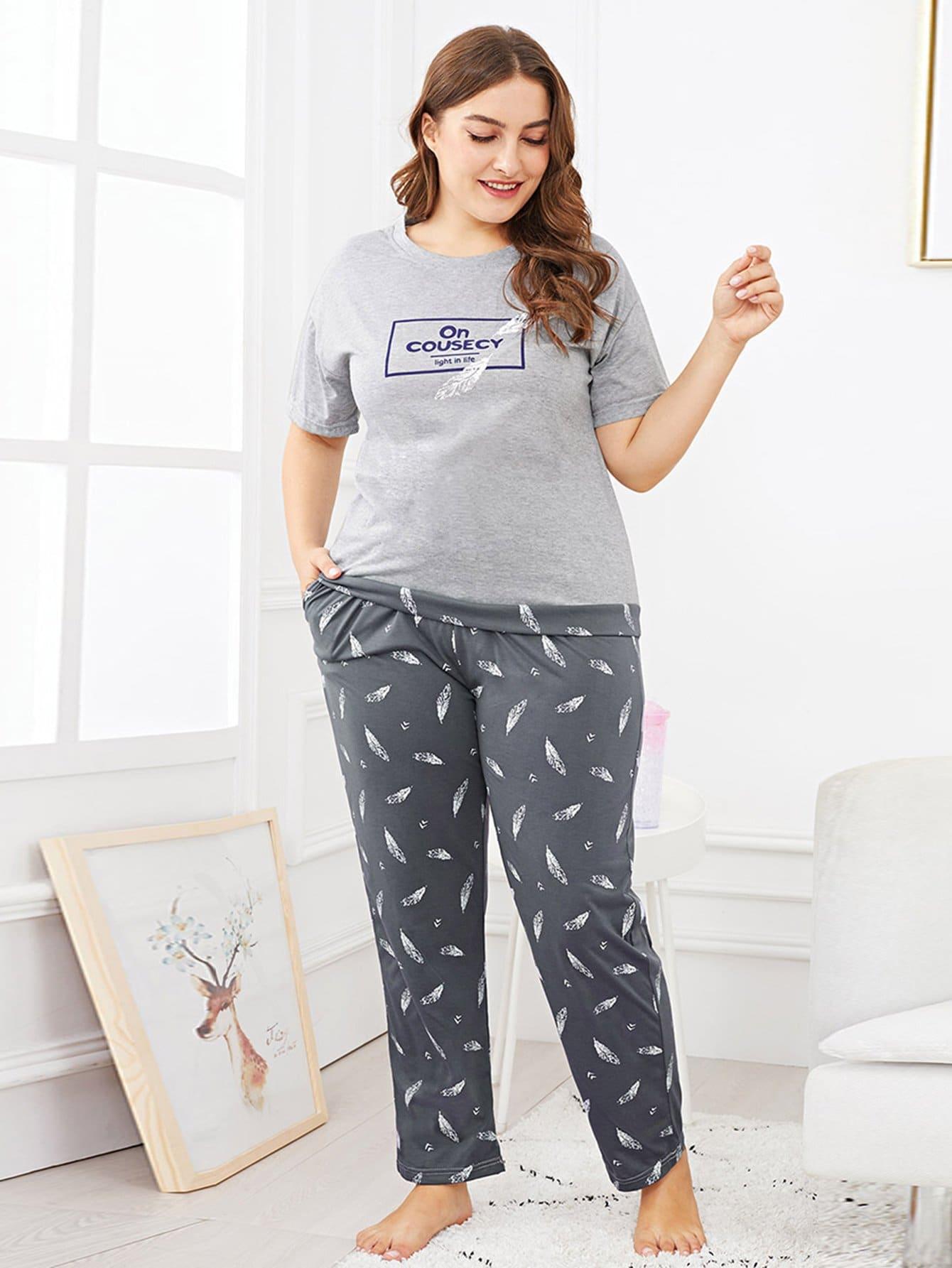 En Plus De La Plume & Lettre De L'Impression De Pyjama Set