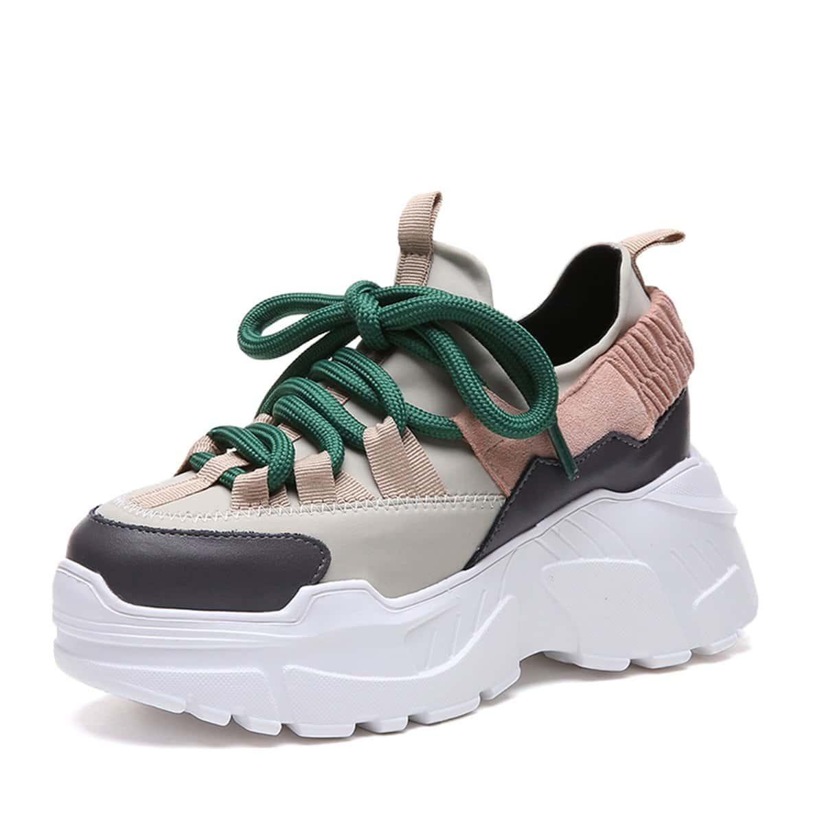 Sneakers met Veters en Chunky Zool