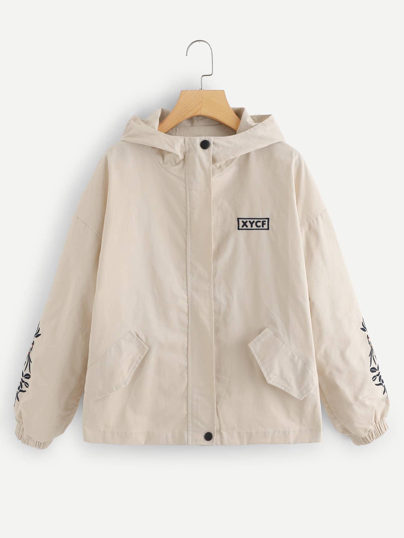 Jacke mit sehr tief angesetzter Schulterpartie und Stickereien