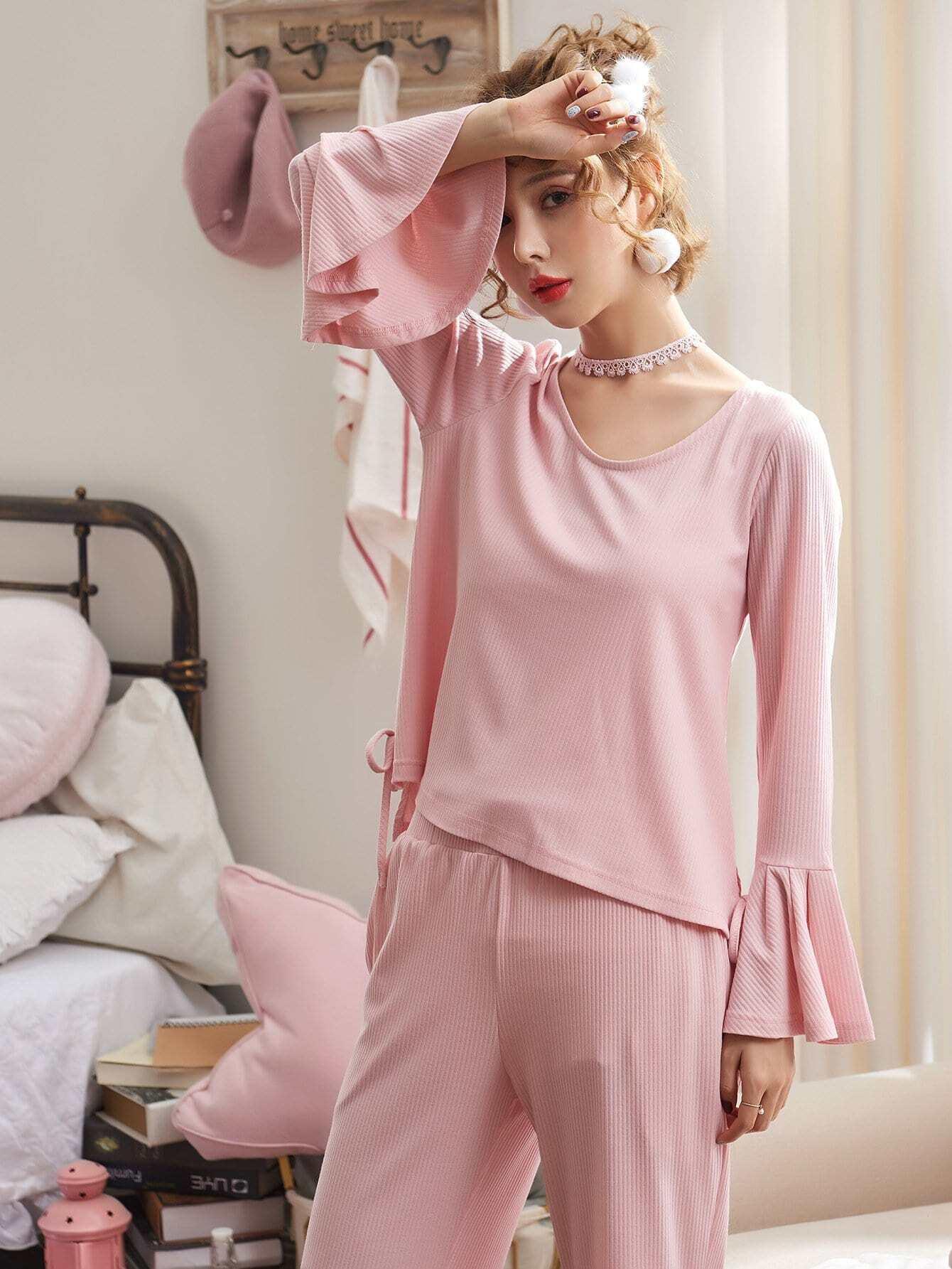 Pajama Set mit Raffung auf den Ärmeln und Knoten