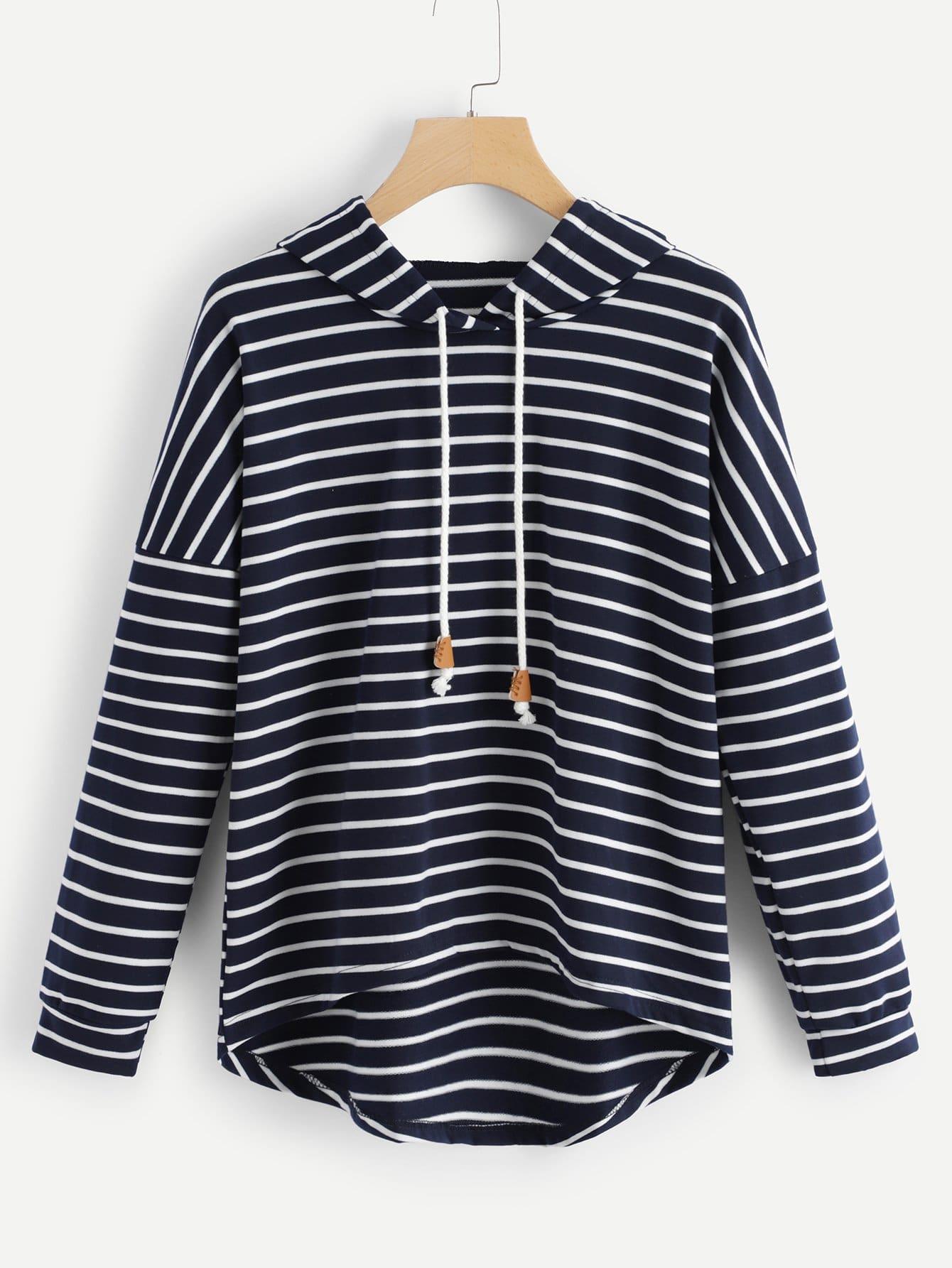 Sweatshirt mit Streifen, sehr tief angesetzter Schulterpartie und Kapuze