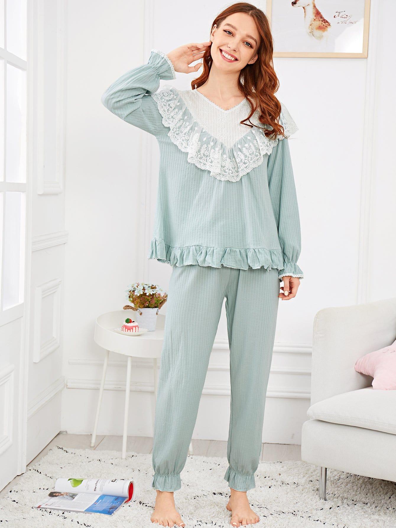 Купить Комплект асимметричной ситцевое пижамы с кружвными оборками, Poly, SheIn