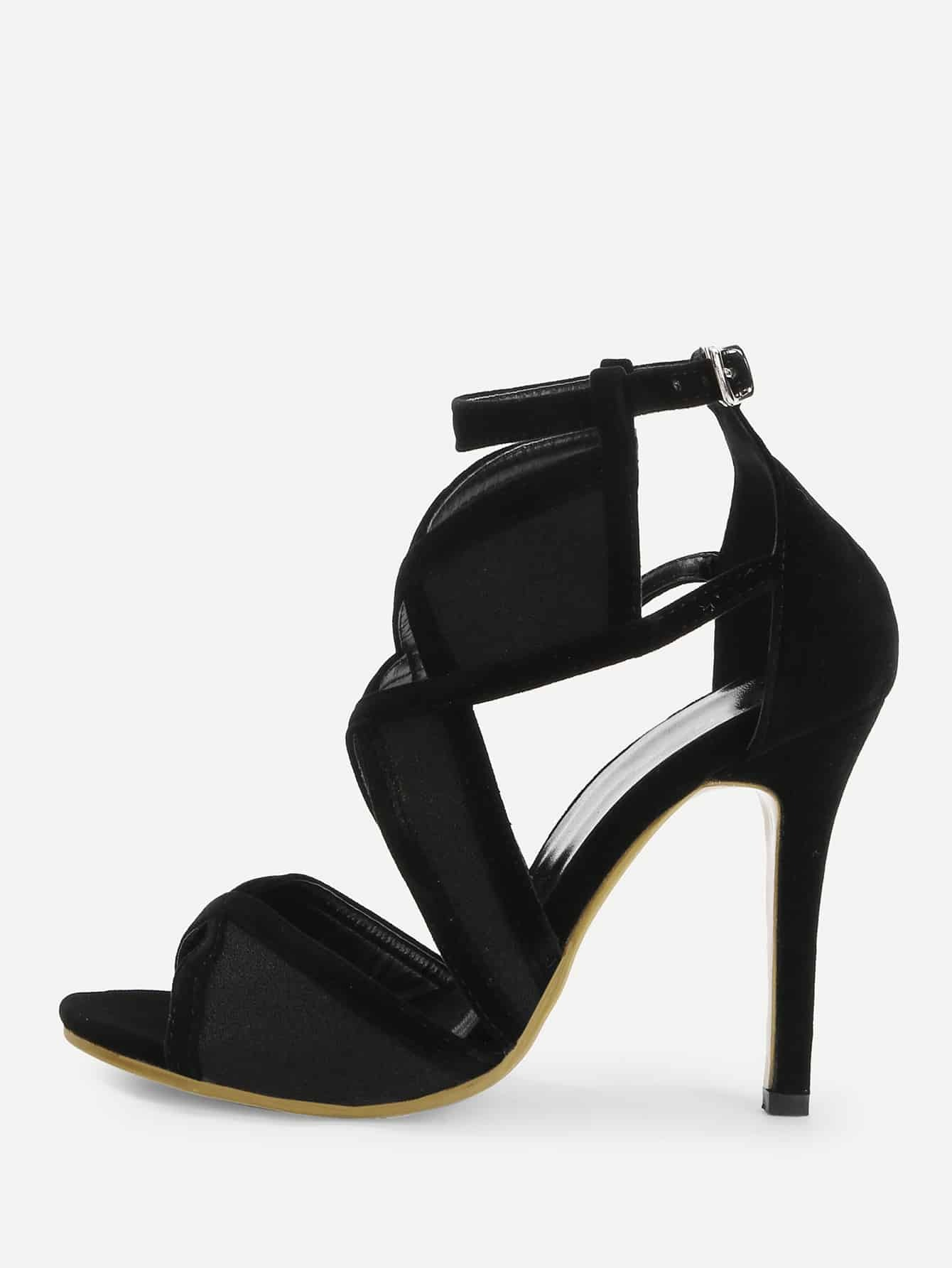 Туфли на высоких тонких каблуках крест-на-крест