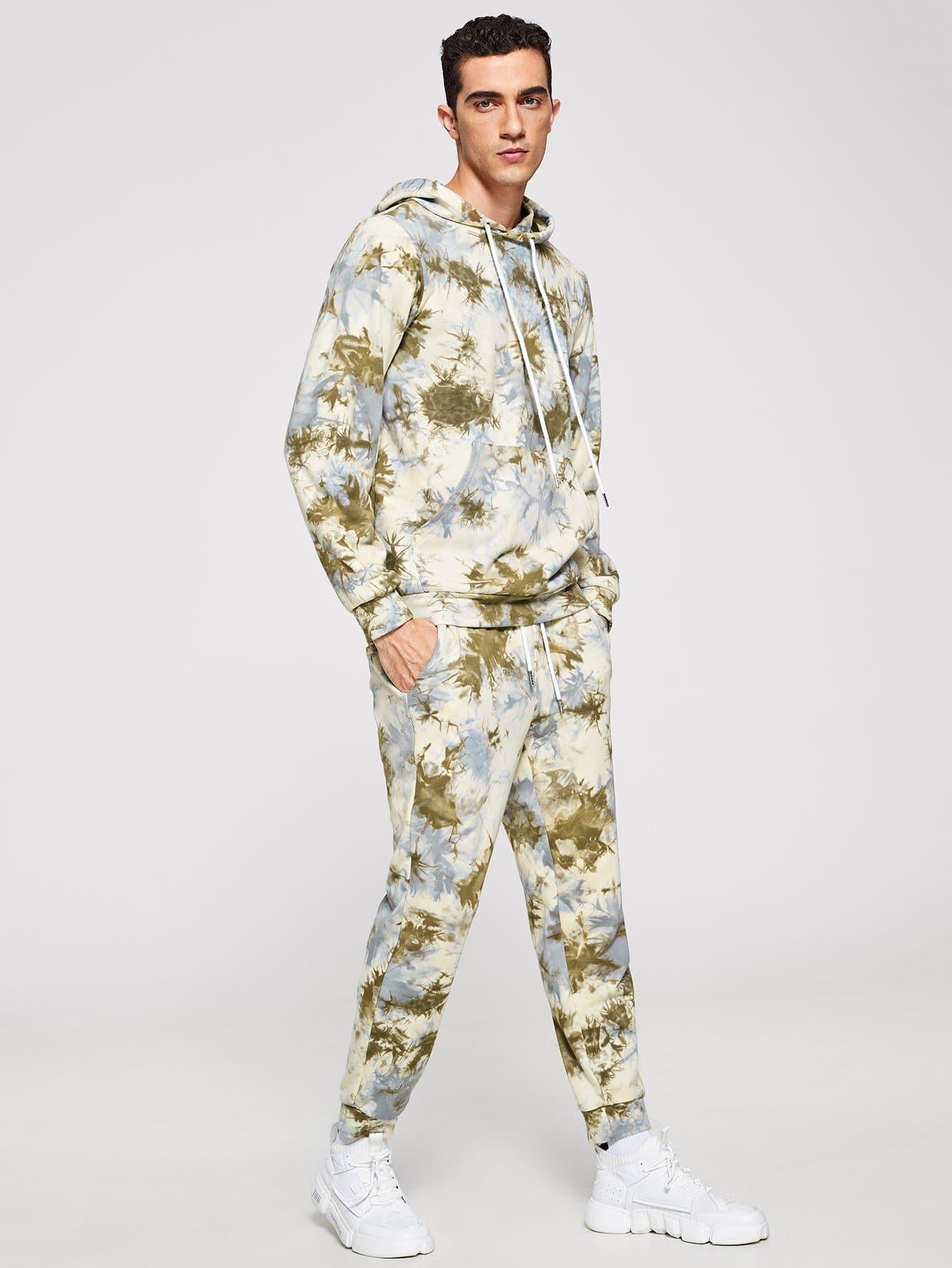 Блузка с капюшоном и с рисунками красителей и брюки для мужчины от SheIn
